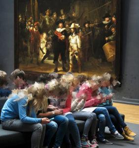 Jugendliche im Rijksmuseum Amsterdam